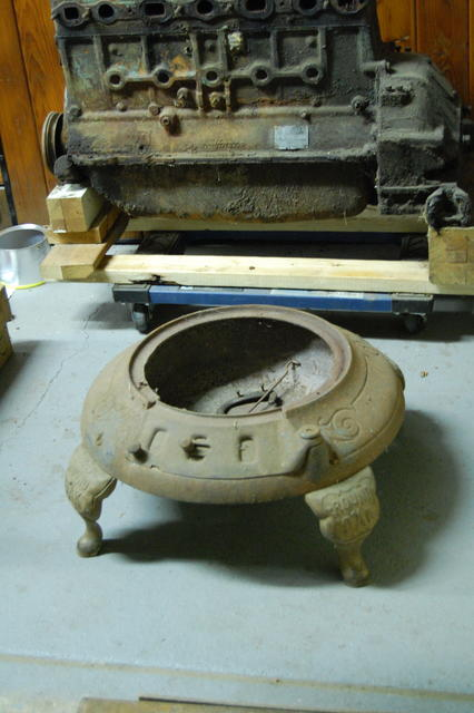 Round Oak Potbelly Stove Base 01 .JPG