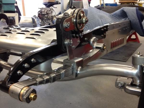 """Des """" Idées Désign"""" pour nos rods - Page 16 Bugatti_front_suspension"""